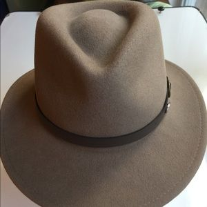 BAILEY OF HOLLYWOOD TAN WITH BROWN BAND SIZE L